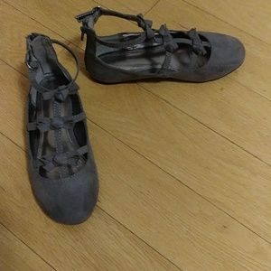Girls size 1 grey suede flats